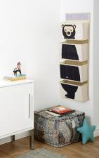 Органайзер в комнате на стене с картинкой медведя