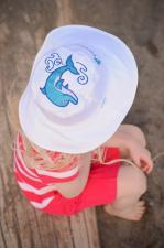 Белая и голубая солнцезащитная панамка для малыша