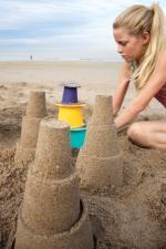 3 башенки из песка сделанные формочкой alto