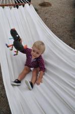 Мальчик в гамаке с игрушкой ebulobo волчонок