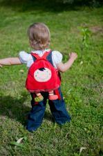 Ребёнок и рюкзак ebulobo красная шапочка