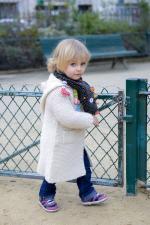 Девочка с шарфом ebulobo волчонок