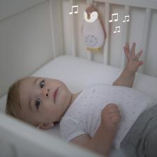 Малыш в люльке и ночник пингвин зои розовый