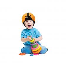 Ребёнок в шапке-шлем safeheadbaby оранжевой