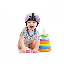 Ребёнок в фиолетовом шлеме safeheadbaby