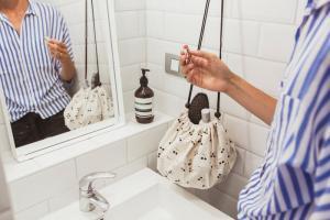Мини мешок playandgo принт вишенка в ванной