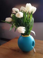Белые цветы в детском ведёрке