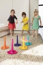 Дети играют с quut triplet и ringo